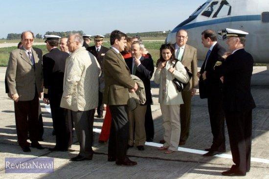 Miembros del Senado se trasladan a la Base Naval de Rota para visitar el partaaviones «Principe de Asturias» (Foto: Ministerio de Defensa)