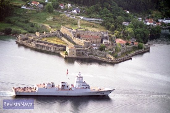 La fragata F-310 «Fridtjof Nansen» regresando al puerto de Ferrol tras su primer día de pruebas en la mar (Foto: RevistaNaval.com)