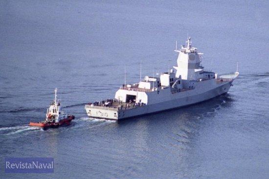 El sistema de combate del buque se articula en torno al radar Spy-1F de Lockheed Martin, una versión reducida del Spy-1D que montan las fragatas F-100 de la Armada española (Foto: RevistaNaval.com)