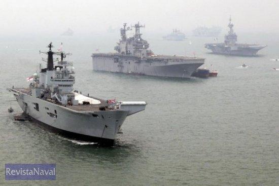 La brillante revista naval congregó a más de 150 buques de todos los tipos, en su mayor parte procedentes de marinas militares de más de 40 países. Solo la Royal Navy alineó a 67 buques de su flota en el evento (Foto: Royal Navy)