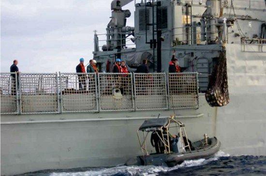 Los buques de la clase «Serviola» colaboran habitualmente con las Fuerzas de Seguridad del Estado en la lucha contra el narcotráfico. En los últimos tiempos están asestando importantes golpes a las redes internacionales. En la imagen, decomiso de 3 toneladas de cocaina el pasado mes de junio, durante la operación Agre-Planeta (Foto: Cuerpo Nacional de Policía)