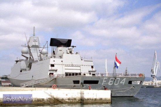 El buque atracó a primera hora del día 8 de julio en el muelle número 3 del Arsenal ferrolano (Foto: Xoán Porto / RevistaNaval.com)