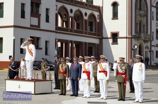 Llegada de S.A.R. el Príncipe de Asturias, que presidió el acto acompañado de las primeras autoridades civiles de Galicia y de los Jefes de Estado Mayor de la Defensa y de la Armada (Foto: Uxío Leira/RevistaNaval.com)