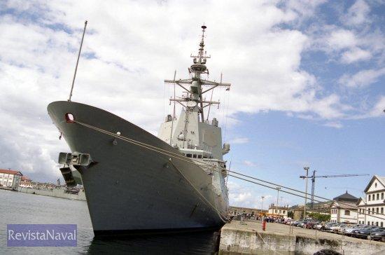 En septiembre el buque se reincorporará al grupo de combate nucleado en torno al portaaviones norteamericano USS «Theodore Roosevelt», en el que permanecerá hasta marzo de 2006 (Foto: Xoán Porto/RevistaNaval.com)