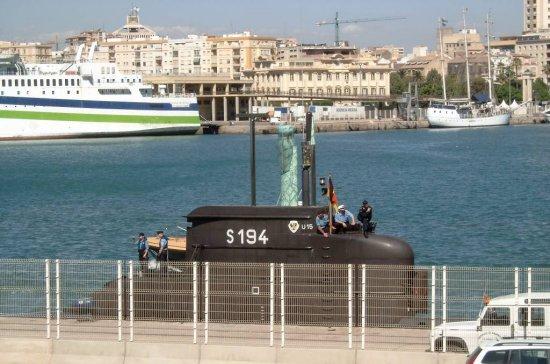 El submarino alemán S-194 (U-15) coincidió en puerto con la flotilla de la OTAN (Foto: © Neill Rush)