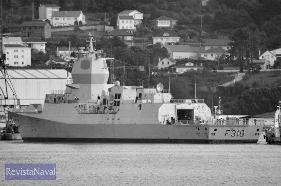 El buque saliendo del dique de Navantia Fene (Foto: Xoán Porto/RevistaNaval.com)