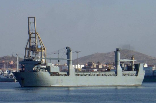 El A-05 «El camino español» disponiéndose a sortear el bloqueo (Foto: Javier Peñuelas/Revista Naval)
