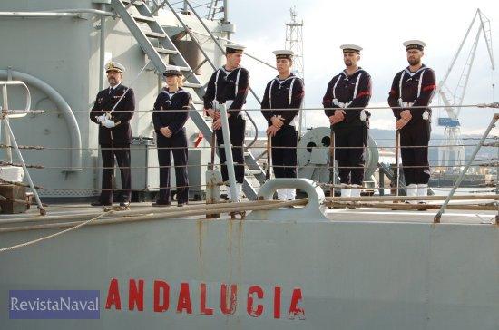 Guardia a bordo de la fragata (Foto: Fernando Rivera/Revista Naval)