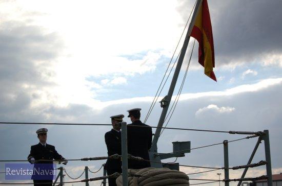 Arriado definitivo de la bandera en la fragata F-72 «Andalucía» (Foto: Fernando Rivera/Revista Naval)