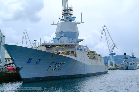 La fragata F-312 «Otto Sverdrup» será la próxima unidad en ser entregada. En la imagen durante su alistamiento a flote en los muelles de Navantia en Ferrol (Foto: Xoán Porto/Revista Naval)