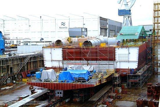 Los buques de asalto anfibios australianos serán similares al «Juan Carlos I» que Navantia construye para la Armada española en el astillero de Ferrol (Foto: Revista Naval)