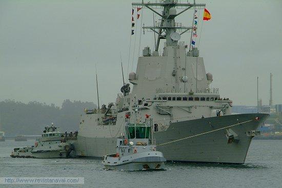 A las 11.00 horas hizo su entrada puntual en la dársena ferrolana (Foto: Revista Naval)