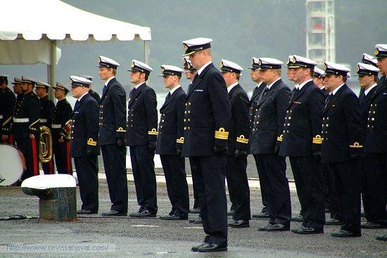 Antes del acto se guardó un minuto de silencio en memoria de los cuatro trabajadores fallecidos en accidente a bordo del buque el 11 de mayo de 2005 (Foto: Fernando Rivera/Revista Naval)