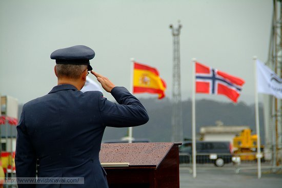 Interpretación de los himnos nacionales de España y Noruega (Foto: Fernando Rivera/Revista Naval)