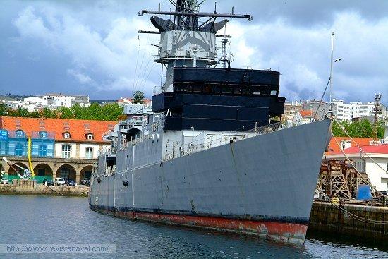 La fragata «Cataluña». Nótese el pintado del frontal del puente para el ejercicio SINKEX (Foto: Revista Naval)