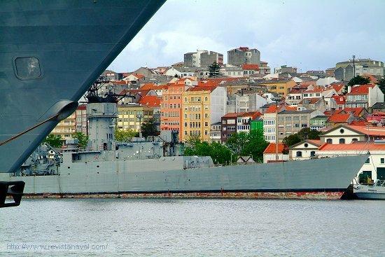 La fragata «Andalucía» en el Arsenal de Ferrol. Nótese la ausencia del bloque del puente (Foto: Revista Naval)