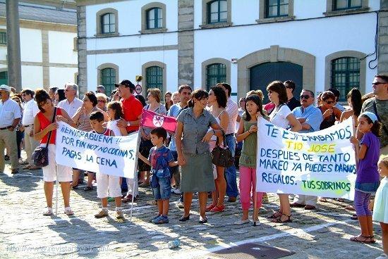 El despliegue «reivindicativo» provocó más de una sonrisa, incluido al «Tío José» (Foto: Revista Naval)