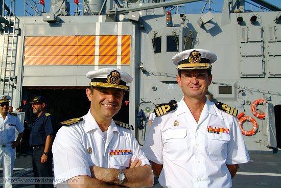 Los comandantes Garat Caramé y Rosique Nieto alabaron la calidad del cuerpo (el buque) y el alma (la dotación) de la fragata «Méndez Núñez» (Foto: Revista Naval)
