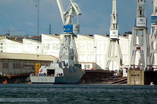 Secuencia de la maniobra de lanzamiento de la fragata F-313 «Helge Ingstad» (Foto: E.U. Leira/Revista Naval)