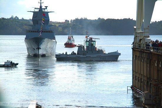 El buque instantes después de besar las aguas de la ría ferrolana (Foto: Fernando Rivera/Revista Naval)