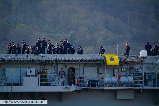 105 alumnos de la Escuela Naval Militar embarcaron ayer en Marín para adiestrarse a flote (Foto: Xoán Porto/Revista Naval)