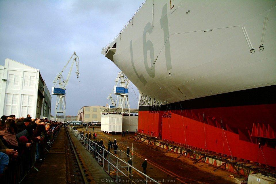 Miles de personas presenciaron el histórico lanzamiento en el astillero de Navantia Ferrol (Foto: Xoán Porto/Revista Naval)