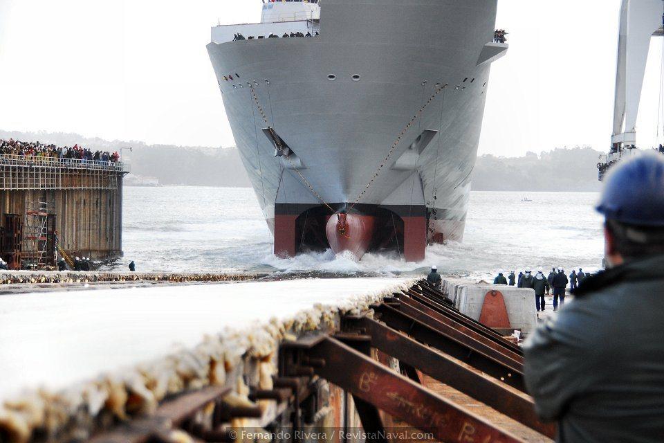 La carrera dle buque hacia el mar (Foto: Fernando Rivera/Revista Naval)