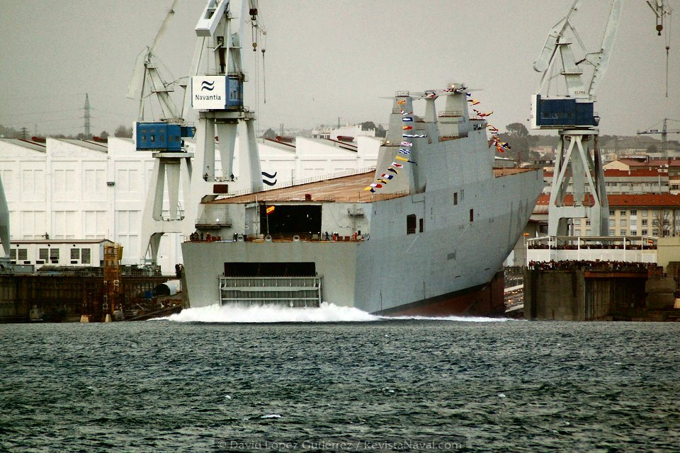 Secuencia de la entrada en el agua (Foto: David López Gutiérrez/Revista Naval)