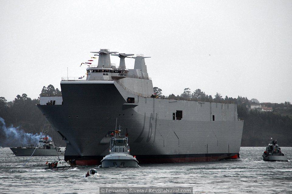 Unidades de la Fuerza de Acción Marítima y del tren naval colaboraron en el dispositivo organizado para la botadura (Foto: Fernando Rivera/Revista Naval)