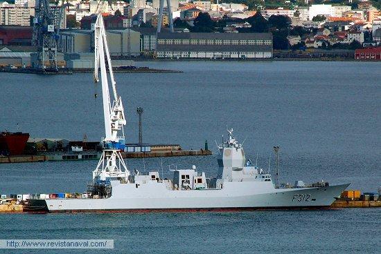 La fragata «Otto Svedrup» atracada en el muelle de armamento de Navantia Ferrol, en el que ha permanecido durante los últimos meses (Foto: Xoán Porto/Revista Naval)