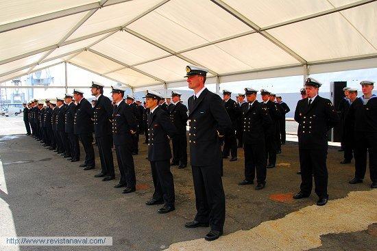 La dotación del buque, formada en el muelle nº14 de Navantia Ferrol (Foto: Fernando Rivera/Revista Naval)