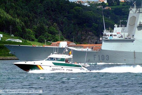 Patrullera M-10. El Servicio Marítimo de la Guardia Civil prestó protección a la fuerza durante la salida a la mar (Foto: Xoán Porto/Revista Naval)