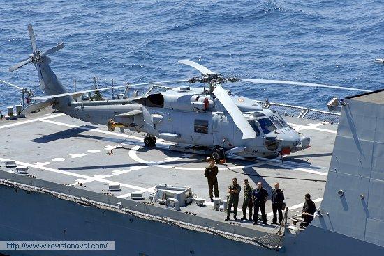 Helicóptero embarcado (Foto: Fernando Rivera/Revista Naval)