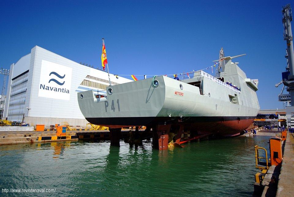 El buque fue amadrinado por la vicepresidenta segunda del Gobierno Elena Salgado (Foto: Xoán Porto/Revista Naval)