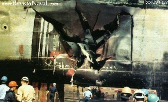 Efectos de la explosión de una mina iraquí en el USS Tripoli