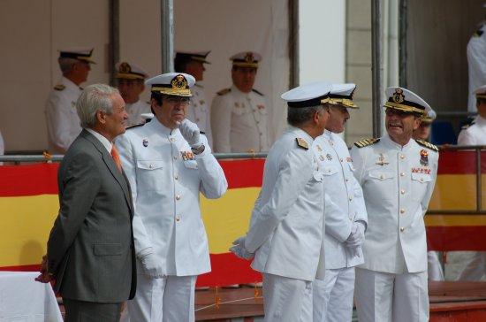 El acto reunió a otros antiguos comandantes de la «Extremadura» (Foto: Revista Naval)