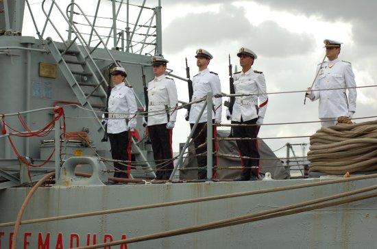 La Guardia de Arsenales se hizo cargo del buque una vez desembarcada la dotación (Foto: Revista Naval)