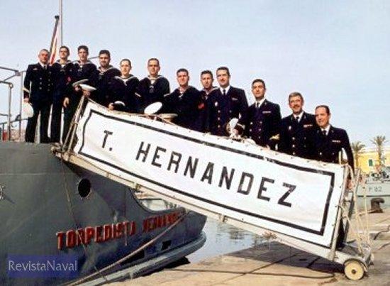 Última dotación del aljibe A-63 «Torpedista Hernández» (Foto: Diego Quevedo Carmona).