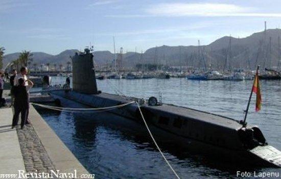 Un día después, el 23 de enero, el buque fue despedido oficialmente en la base naval