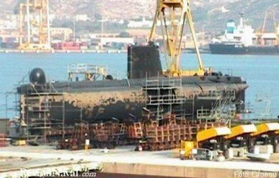 Un S-60 en el carenero de Izar Cartagena. A lo largo del presente año, además del S-64 Narval, causará baja en la lista de buques de la Armada el cabeza de serie S-61 Delfín. Mientras, sus compañeros permanecerán en activo durante al menos un año más
