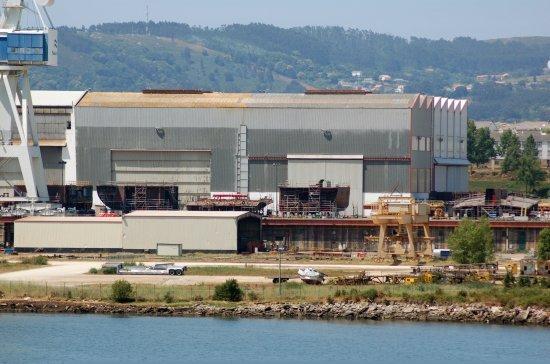 Bloques del futuro LHD «Juan Carlos I» en el astillero de Navantia en Ferrol (Foto: Revista Naval)