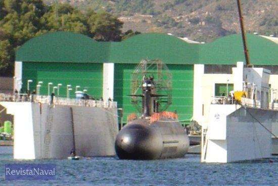 El buque es el segundo de los construidos para la Armada de Chile por el consorcio franco-español formado por Izar y DCN (Foto: Lapenu)