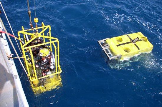 Guindola y ROV (Foto: BSR/A20 «Neptuno», vía Javier Peñuelas)