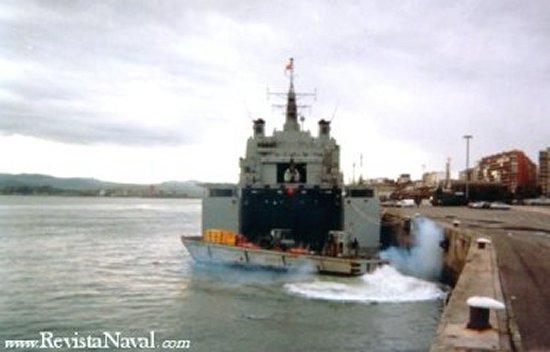 Enero de 2003. El buque se averió durante una maniobra mientras permanecía atracado en Santander (Foto: José F. Alcalde)