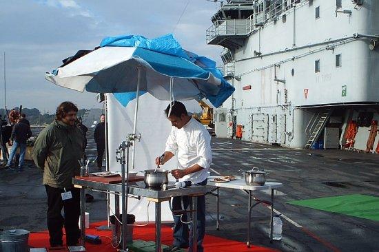 La Armada colabora en todo tipo de actos para la difusión de la cultura marinera... y la gastronomía con sabor a mar no podía ser una excepción (Foto: CGF)