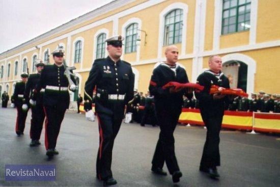 Las banderas nacionales escoltadas por la Guardia de Arsenales (Foto: Diego Quevedo Carmona)