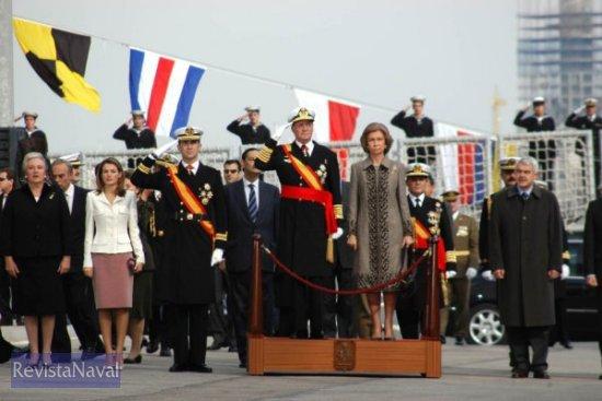 Rindiendo honores a la bandera (Foto: Javier Sánchez)