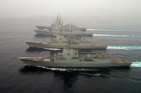 Las fragatas F-100 verán ampliadas sus capacidades con la adquisición de los misiles TLAM. En la imagen, los cuatro buques de la clase actualmente en servicio, durante una navegación conjunta efectuada el pasado mes de septiembre en aguas gallegas (Foto: Armada)