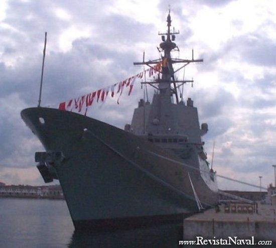 19 de septiembre de 2002, la F-101 en el muelle número 4 del Arsenal militar de Ferrol tras su entrega a la Armada