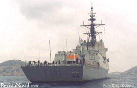 La Álvaro de Bazán fue entregada el pasado 19 de septiembre de 2002, su sistema de combate es uno de los más avanzados del mundo. El buque permanecerá en la ciudad durante varios días, una visita inexcusable para los aficionados a las cosas de la mar (Foto: Diego Quevedo Carmona).